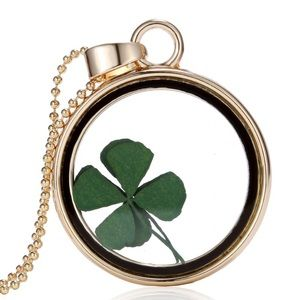 NEW Four Leaf Clover necklace gold